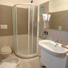 Отель Piccolo Mondo Италия, Монтезильвано - отзывы, цены и фото номеров - забронировать отель Piccolo Mondo онлайн ванная фото 2
