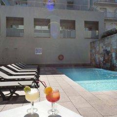 Отель 4R Miramar Calafell бассейн фото 2