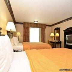 Отель Comfort Inn And Suites Near Universal Studios Лос-Анджелес сейф в номере