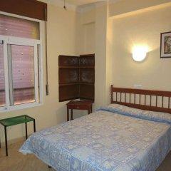 Отель Hostal Guillot Торремолинос комната для гостей фото 3