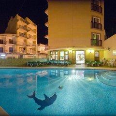 Отель Hostal Adelino бассейн