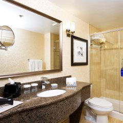 Отель Hilton Garden Inn Montreal Centre-Ville Канада, Монреаль - отзывы, цены и фото номеров - забронировать отель Hilton Garden Inn Montreal Centre-Ville онлайн ванная фото 2