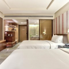 Отель Doubletree By Hilton Sukhumvit Бангкок комната для гостей фото 2
