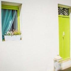 Отель Lemon Tree Bed & Breakfast сейф в номере