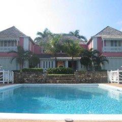 Отель Sunflower Cottages and Villas Ямайка, Ранавей-Бей - отзывы, цены и фото номеров - забронировать отель Sunflower Cottages and Villas онлайн бассейн