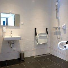 Отель Holiday Inn Express Amsterdam - City Hall Нидерланды, Амстердам - 2 отзыва об отеле, цены и фото номеров - забронировать отель Holiday Inn Express Amsterdam - City Hall онлайн ванная