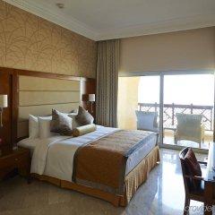 Отель Crowne Plaza Jordan Dead Sea Resort & Spa, an IHG Hotel Иордания, Сваймех - отзывы, цены и фото номеров - забронировать отель Crowne Plaza Jordan Dead Sea Resort & Spa, an IHG Hotel онлайн комната для гостей фото 5