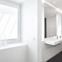 Отель Ascensor da Bica - Lisbon Serviced Apartments Португалия, Лиссабон - отзывы, цены и фото номеров - забронировать отель Ascensor da Bica - Lisbon Serviced Apartments онлайн ванная фото 2