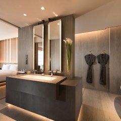 Отель Joyze Hotel Xiamen, Curio Collection by Hilton Китай, Сямынь - отзывы, цены и фото номеров - забронировать отель Joyze Hotel Xiamen, Curio Collection by Hilton онлайн ванная