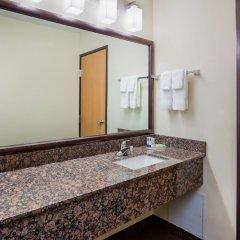 Отель AmericInn by Wyndham Mora ванная фото 2