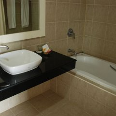Отель The Pier Phuket Apartment Таиланд, Бухта Чалонг - отзывы, цены и фото номеров - забронировать отель The Pier Phuket Apartment онлайн ванная