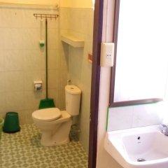 Отель Happy Bungalow ванная