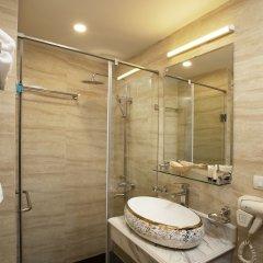 Отель Hanoi Legacy Hotel - Hoan Kiem Вьетнам, Ханой - отзывы, цены и фото номеров - забронировать отель Hanoi Legacy Hotel - Hoan Kiem онлайн ванная
