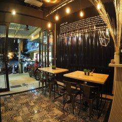 Отель Box Poshtel Phuket Таиланд, Пхукет - отзывы, цены и фото номеров - забронировать отель Box Poshtel Phuket онлайн гостиничный бар