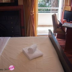 Отель Anastazia Luxury Suites & Rooms сейф в номере