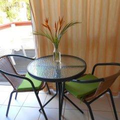 Отель Bedarra Beach Inn Фиджи, Вити-Леву - отзывы, цены и фото номеров - забронировать отель Bedarra Beach Inn онлайн балкон