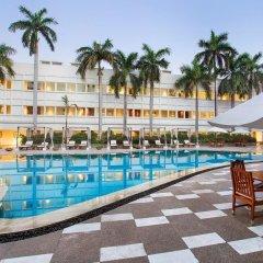 Отель The Claridges New Delhi Нью-Дели бассейн