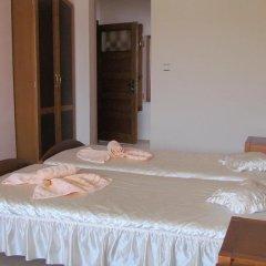 Отель Guest House Raffe Банско комната для гостей