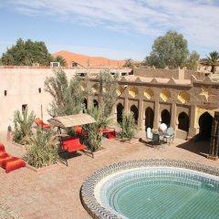 Отель Kasbah Mohayut Марокко, Мерзуга - отзывы, цены и фото номеров - забронировать отель Kasbah Mohayut онлайн бассейн фото 3