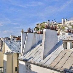 Апартаменты Amazing Apartment at the Eiffel Tower балкон