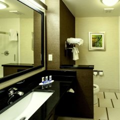 Отель Fairfield Inn & Suites Meridian ванная фото 2