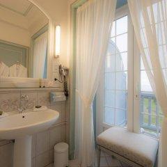 Отель Relais & Châteaux Château des Avenieres Франция, Крюсей - отзывы, цены и фото номеров - забронировать отель Relais & Châteaux Château des Avenieres онлайн ванная