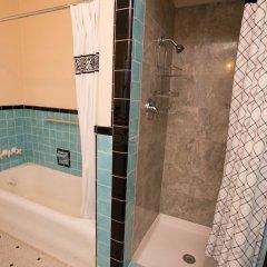 Отель Cinema Suites Bed & Breakfast США, Лос-Анджелес - отзывы, цены и фото номеров - забронировать отель Cinema Suites Bed & Breakfast онлайн ванная