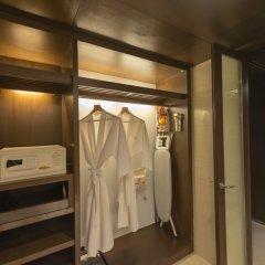 Отель Pathumwan Princess Бангкок сейф в номере