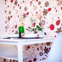 Отель Little Home - Warsaw Royal Польша, Варшава - отзывы, цены и фото номеров - забронировать отель Little Home - Warsaw Royal онлайн сейф в номере