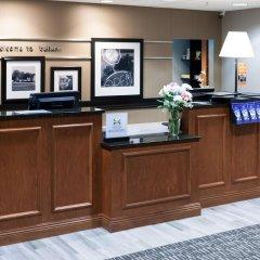 Отель Hampton Inn & Suites Tulare интерьер отеля