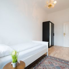 Апартаменты Vienna Residence Spacious Viennese Apartment for up to 5 Happy Guests Вена комната для гостей фото 3