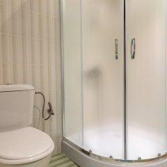 Апартаменты Quiet One Bedroom Apartment with Kitchenette in Avalon Complex ванная фото 2