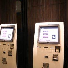 Отель APA Hotel Kodemmacho-Ekimae Япония, Токио - 2 отзыва об отеле, цены и фото номеров - забронировать отель APA Hotel Kodemmacho-Ekimae онлайн банкомат