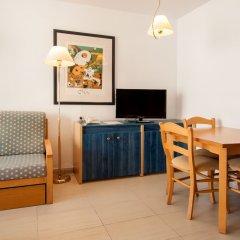 Апартаменты Vistasol Apartments комната для гостей