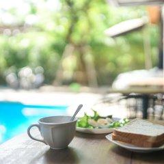 Отель Nest By Sa-ngob Бангкок бассейн фото 3