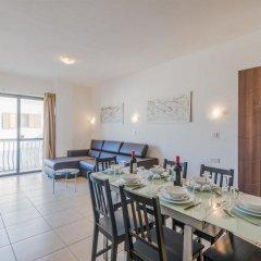 Отель Seashells Self Catering Apartment Мальта, Буджибба - отзывы, цены и фото номеров - забронировать отель Seashells Self Catering Apartment онлайн комната для гостей фото 5