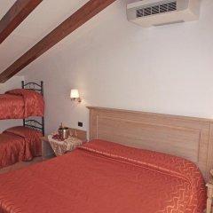 Отель Divina Costiera Аджерола сейф в номере