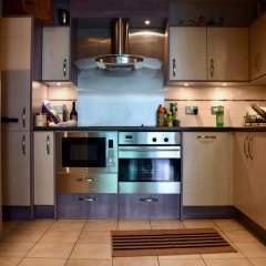 Апартаменты Modern 2 Bedroom Apartment With Stunning Views Лондон в номере