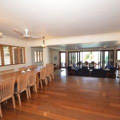 Отель Tallawah Villa, Silver Sands Jamaica 7BR питание