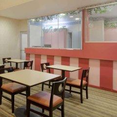 Отель Howard Johnson by Wyndham Washington DC США, Вашингтон - отзывы, цены и фото номеров - забронировать отель Howard Johnson by Wyndham Washington DC онлайн интерьер отеля