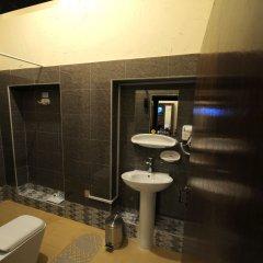 Отель Lumbini Dream Garden Guest House ванная фото 2