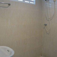 Отель Charlie's Bungalow Таиланд, Ко Сичанг - отзывы, цены и фото номеров - забронировать отель Charlie's Bungalow онлайн ванная фото 2