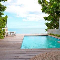 Отель Two Pieces Resort Pranburi бассейн