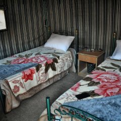 Отель Little Petra Bedouin Camp Иордания, Петра - отзывы, цены и фото номеров - забронировать отель Little Petra Bedouin Camp онлайн комната для гостей