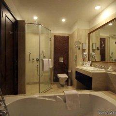 Отель Country Inn & Suites by Radisson, Delhi Satbari Индия, Нью-Дели - отзывы, цены и фото номеров - забронировать отель Country Inn & Suites by Radisson, Delhi Satbari онлайн ванная