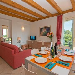 Отель Montecolo Resort Манерба-дель-Гарда комната для гостей фото 5