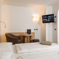Hotel Garni Lastei Долина Валь-ди-Фасса сейф в номере