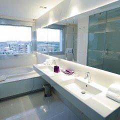 Отель Ayre Gran Hotel Colon Испания, Мадрид - 1 отзыв об отеле, цены и фото номеров - забронировать отель Ayre Gran Hotel Colon онлайн ванная