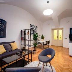 Апартаменты Friday Songs Apartments комната для гостей фото 2