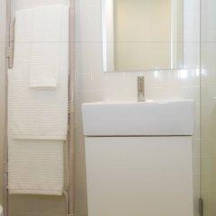 Отель Liiiving in Porto - Central Garden Flat Порту ванная фото 2